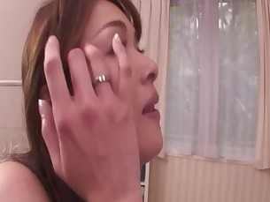Asian milf fills her mouth up with dick whille in her bed